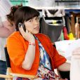 America Ferrera sur le tournage d'Ugly Betty le 28 avril 2009. Avec son Blackberry, Betty joue les femmes d'affaires !