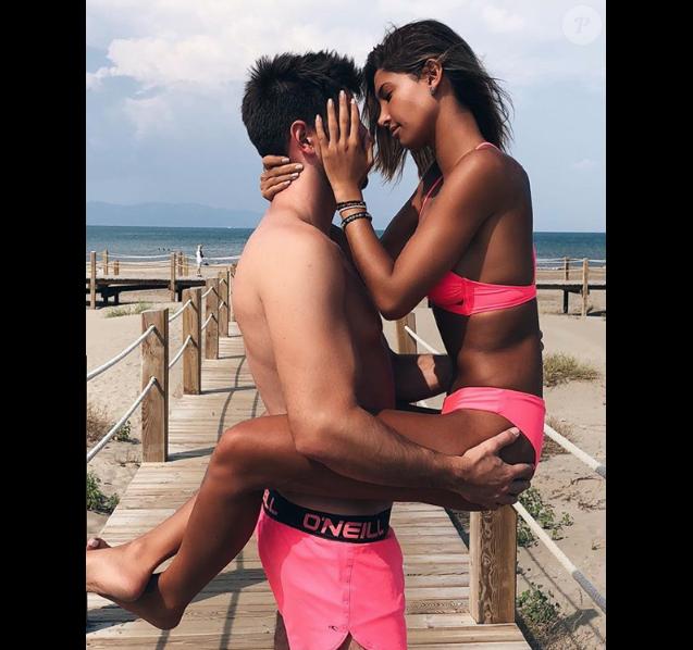 Mélanie Dedigama et son nouveau petit ami dont on ignore l'identité, le 24 août 2018.