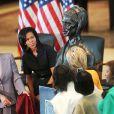 Michelle Obama et la présidente de la Chambre des représentants Nancy Pelosi lors de l'inauguration du buste de Sojourner Truth au Capitol Visitor Center à Washington le 28 avril 2009