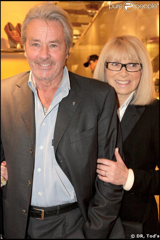 Alain Delon et Mireille Darc lors de la soirée Tod's, rue du Faubourg St Honoré, le 28/04/09