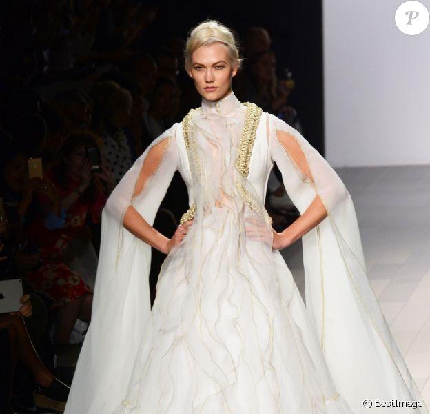 Karlie Kloss défile pour John Paul Ataker à la Fashion Week à New York, le 11 septembre 2017