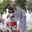 Laeticia Hallyday, ses filles Jade et Joy et Sylviane (la nounou) sont allées se recueillir sur la tombe de J.Hallyday au cimetière marin de Lorient à Saint-Barthélemy, le 16 avril 2018.