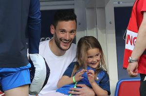 hugo lloris et didier deschamps finale de la coupe du monde de football 2018 en russie. Black Bedroom Furniture Sets. Home Design Ideas
