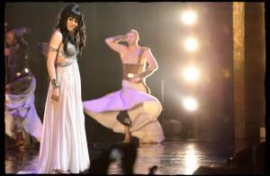 Cléopâtre : une Sofia Essaïdi émue et un public en délire pour la dernière parisienne du spectacle !