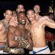 Les danseurs et chanteurs à la dernière parisienne de Cléopâtre, au Palais des Sports. Ils sont heureux et déchaînés !