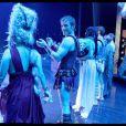 La troupe achève la dernière parisienne de Cléopâtre, au Palais des Sports, avec bonheur !
