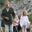 Le roi Felipe VI d'Espagne, la reine Letizia et leurs filles la princesse Leonor des Asturies et l'infante Sofia ont célébré le centenaire de la création du Parc National de la Montagne de Covadonga le 8 septembre 2018 à Cangas de Onis. Il s'agissait de la première visite officielle de la princesse Leonor dans le royaume des Asturies, une manère d'étrenner officiellement son titre d'héritière, 41 ans après son père.   Le roi Felipe, la reine Letizia et leurs filles la princesse Leonor et l'infante Sofia - La famille royale espagnole lors du centenaire de la création du parc national de Covadonga dans les Asturies le 8 septembre 2018. Spanish Royals attend the 100th anniversary of the Covadonga Mountain National Park in Asturias. September 8, 201808/09/2018 - Covadonga