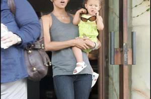 Quand Halle Berry, cheveux très courts... fait une pause shopping avec sa craquante fille !