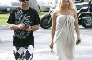 Pamela Anderson ne quitte plus son toyboy... même pour aller bronzer à Malibu !