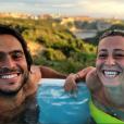 Denis Brogniart commente une photo de Candice et de Jérémy de Koh-Lanta, juin 2018.