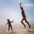 Elodie Gossuin et sa fille Joséphine le 22 août 2018 en vacances à la mer.