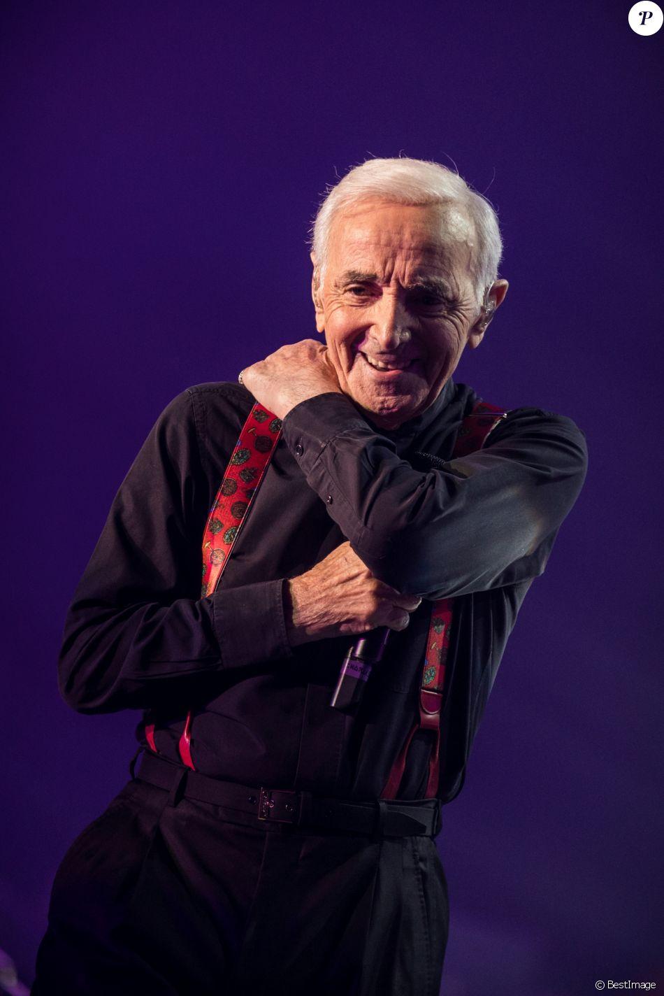 Exclusif - Charles Aznavour en concert à l'Accorhotels Arena à Paris. Le 13 décembre 2017 © Cyril Moreau / Bestimage