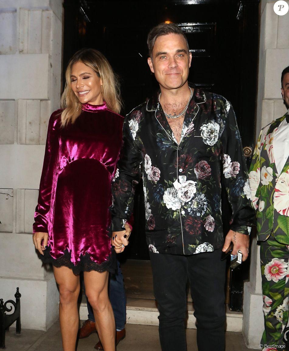 """Robbie Williams et sa femme Ayda Field à la sortie du club """"Annabel's"""" où ils ont célébrer l'anniversaire de L. Silverman. Londres, le 25 juillet 2018."""