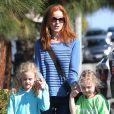 Marcia Cross se promène avec ses jumelles Eden et Savannah à Los Angeles, le 9 août 2013.