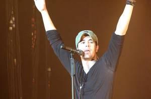 Enrique Iglesias plus sexy que jamais pour ses fans français... enfin surtout françaises ! Regardez !