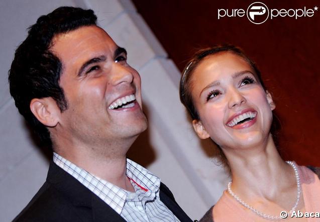 Jessica Alba plus amoureuse que jamais avec son époux Cash Warren hier à Washington