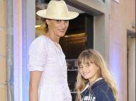 Inès de la Fressange et sa fille Violette vont jusqu'à Saint-Tropez... pour faire leur shopping !