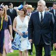 Le prince Andrew, duc d'York et ses filles la princesse Beatrice d'York et princesse Eugenie d'York lors de la garden party annuelle de l'association Not Forgotten au palais de Bukingham à Londres, le 26 mai 2016.