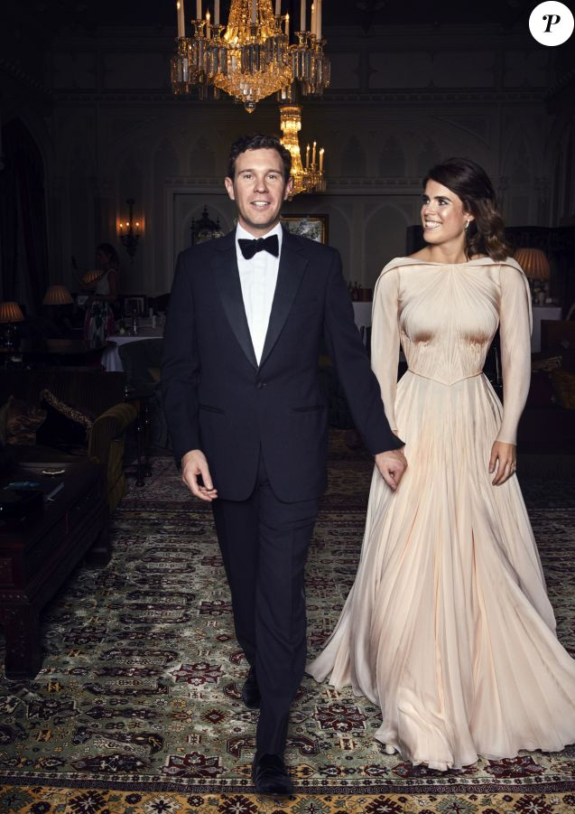 Jack Brooksbank et sa femme la princesse Eugénie d'York - Photos officielles du mariage de la princesse Eugénie et Jack Brooksbank le 12 octobre 2018 Pas de publication après le 30 avril 2019 sans autorisation © Alex Bramall / PA Wire / Bestimage  Embargoed to 2230 BST Saturday October 13 2018. NEWS EDITORIAL USE ONLY. NO COMMERCIAL USE. NO MERCHANDISING, ADVERTISING, SOUVENIRS, MEMORABILIA or COLOURABLY SIMILAR. NOT FOR USE AFTER 30th April 2019 WITHOUT PRIOR PERMISSION FROM BUCKINGHAM PALACE. NO CROPPING. Copyright in the photograph is vested in Princess Eugenie of York and Mr Jack Brooksbank and Alex Bramall. Publications are asked to credit the photograph to Alex Bramall. No charge should be made for the supply, release or publication of the photograph. The photograph must not be digitally enhanced, manipulated or modified in any manner or form and must include all of the individuals in the photograph when published. This official wedding photograph released by the Royal Communications of Princess Eugenie and Mr Brooksbank at Royal Lodge, Windsor, ahead of the private evening dinner, following their Wedding. Princess Eugenie's evening dress was designed by Zac Posen. Mr Posen was inspired by the beauty of Windsor and the surrounding countryside. The choice of colour reflects the blush of an English rose. Mr Posen took his inspiration from the White Rose of York. PRESS ASSOCIATION Photo. Issue date: Saturday October 13, 2018. See PA story ROYAL Wedding. Photo credit should read: Alex Bramall/PA Wire NOTE TO EDITORS: This handout photo may only be used in for editorial reporting purposes for the contemporaneous illustration of events, things or the people in the image or facts mentioned in the caption. Reuse of the picture may require further permission from the copyright holder.12/10/2018 - Windsor