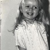 """Sophie Davant dévoile une photo d'elle enfant : """"Vous me reconnaissez ?"""""""