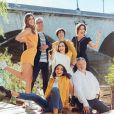 Iris Mittenaere en famille, avec sa soeur Manon tout en bas, sur un cliché dévoilé le 1er novembre 2018 sur Instagram.