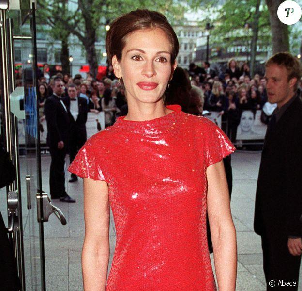 """Julia Roberts à la première de """"Coup de foudre à Notting Hill"""" à Londres, en 1999."""