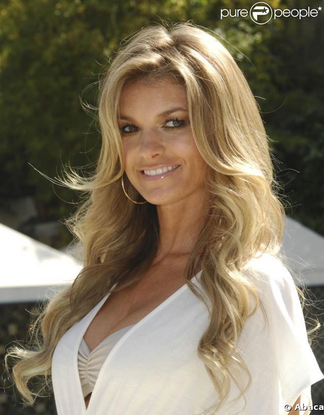 Marisa Miller à Los Angeles, le 14 mai 2009, pour le lancement de la collection 2009 de maillots de bain de Victoria's Secret !