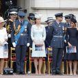 La famille royale britannique au palais de Buckingham le 10 juillet 2018 à Londres lors de la parade aérienne pour le centenaire de la RAF. Autour de la reine Elizabeth II se trouvaient le prince et la princese Michael de Kent, le prince Edward et la comtesse Sophie de Wessex, le prince Charles et la duchesse Camilla de Cornouailles, le prince William et la duchesse Catherine de Cambridge, le prince Harry et la duchesse Meghan de Sussex...