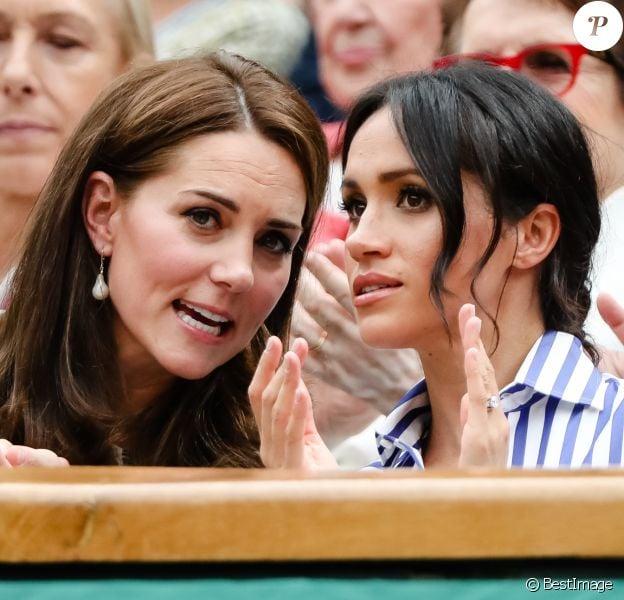 Kate Middleton et Meghan Markle, duchesse de Cambridge et duchesse de Sussex, à Wimbledon le 14 juillet 2018.