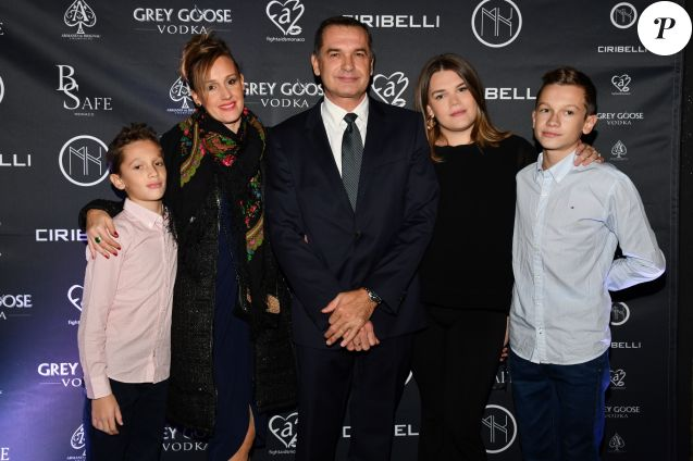 Exclusif - Jean-Raymond Gottlieb en famille pour soutenir sa fille Camille Gottlieb (à sa gauche), avec sa femme Vanessa et ses fils Maxime et Thomas lors de la présentation officielle de son association Be Safe lancée par Camille, le 10 novembre 2018 au club MK sur le port de Monaco. © Bruno Bebert / Bestimage