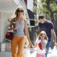 Denise Richards en famille hier à Santa Monica avec ses adorables filles et son papa