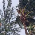 """Camille des """"Reines du shopping"""" en petite robe de plage, en Guadeloupe, 1er octobre 2018"""