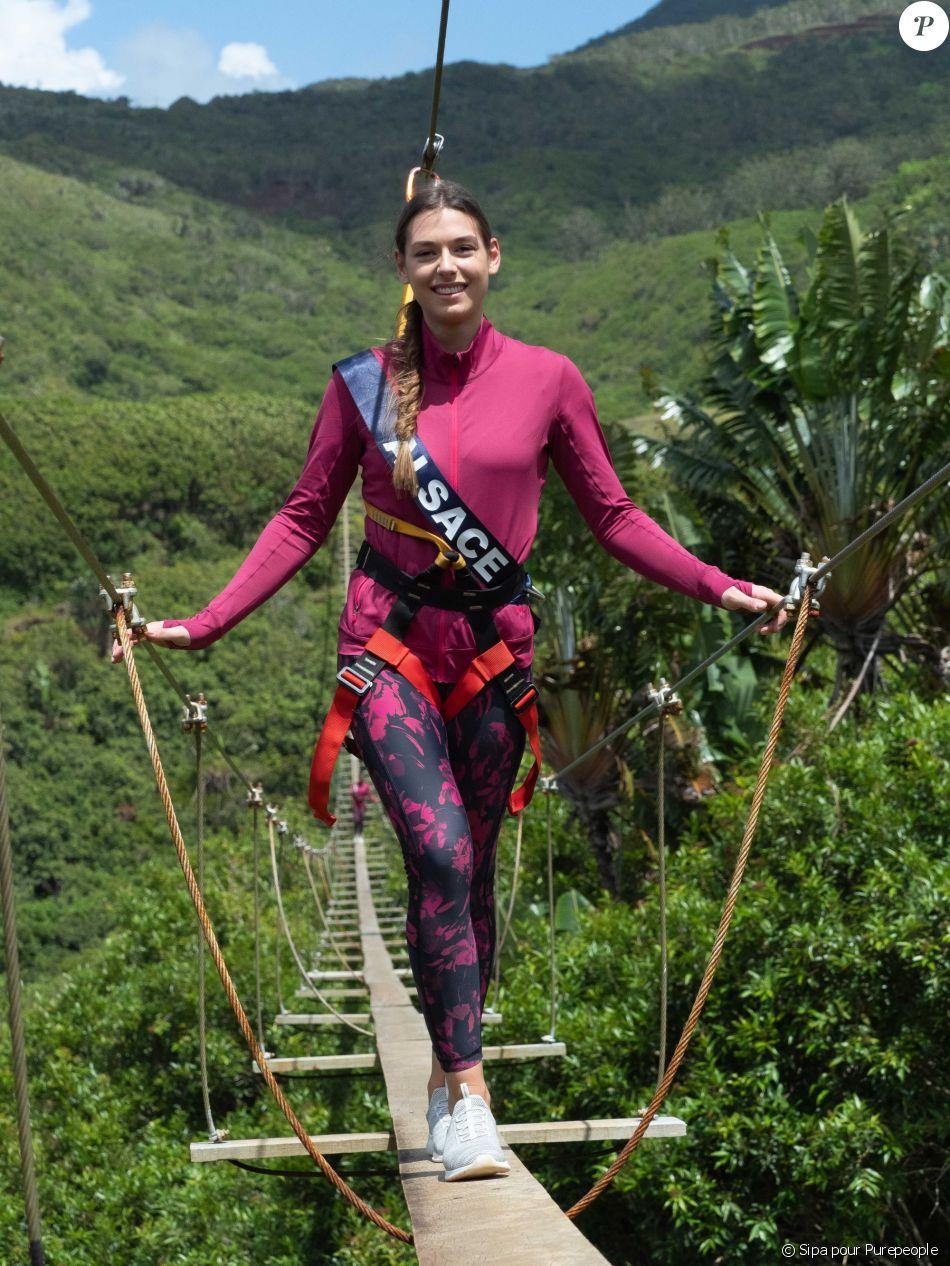 Les 30 Miss régionales ont débuté leurs activités à l'Île Maurice. Le 22 novembre 2018, c'était pont suspendu et tyrolienne ! Ici Miss Alsace.