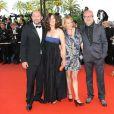 Kad Merad et sa femme Emmanuelle Cosso, Olivier Baroux et sa femme Coralie lors de la montée des marches avant la projection de Vengeance, au Festival de Cannes, le 17 mai 2009