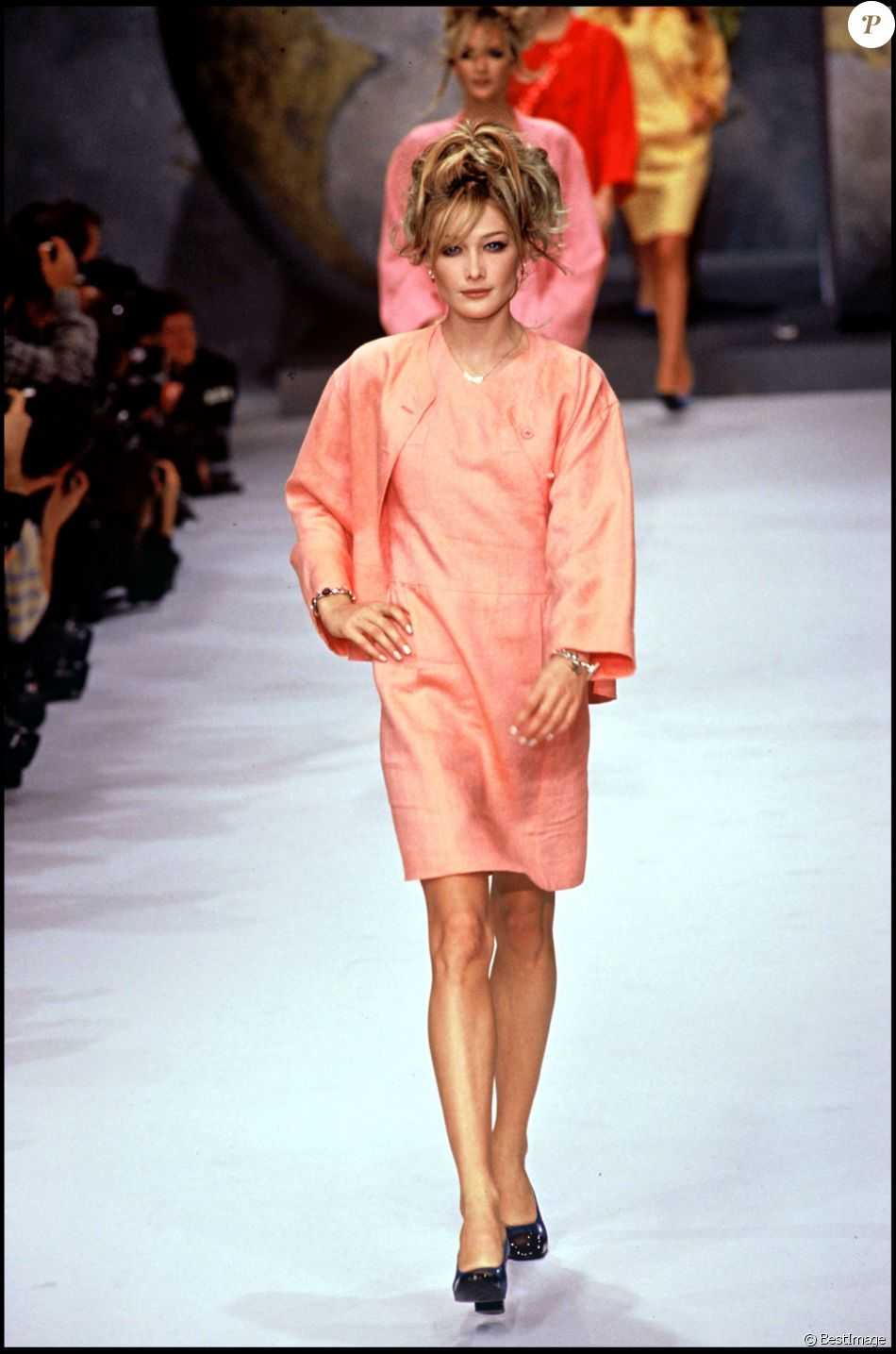 Carla Bruni Defile Pour Chanel A Paris En 1995 Purepeople