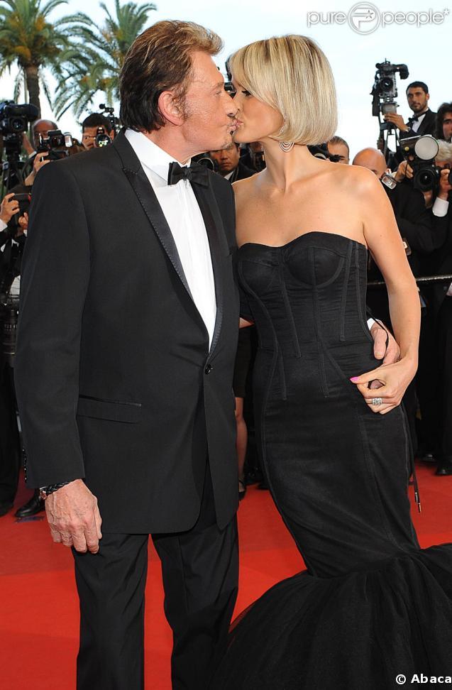 Laeticia et Johnny Hallyday, heureux et amoureux au Festival de Cannes, le 17 mai 2009, pour la projection de Vengeance de Johnnie To
