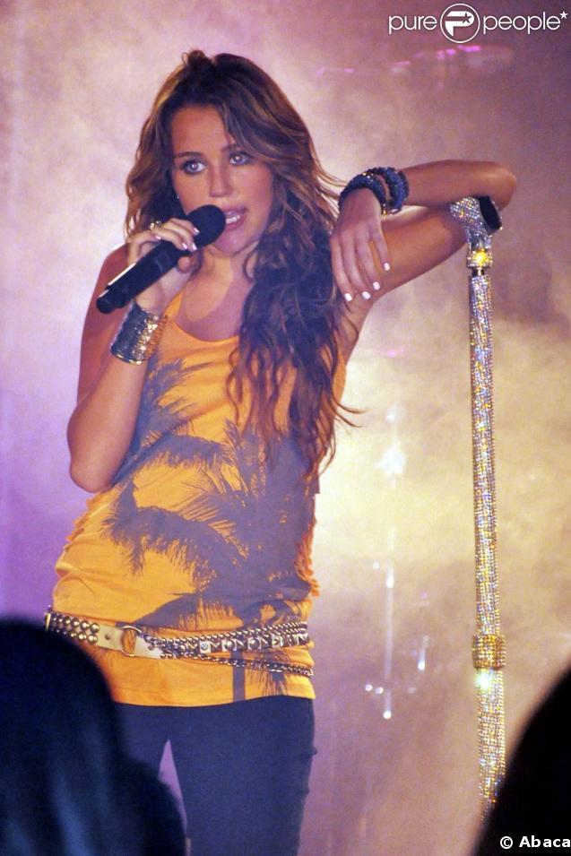 Miley Cyrus, en live lors de son concert à l'Atlantis Resort et Casino au Bahamas le 16 mai 2009