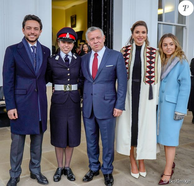 Salma De Jordanie 18 Ans En Uniforme Et En Famille A Sandhurst Rania Fiere Purepeople