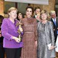 Rania de Jordanie et Angela Merkel lors de la VDZ Publishers Night à Berlin le 5 novembre 2018.