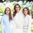 La reine Rania de Jordanie avec ses filles les princesses Salma et Iman, photo publiée sur Instagram le 26 septembre 2018 pour l'anniversaire des deux jeunes femmes, respectivement 22 ans et 18 ans les 27 et 26 septembre.