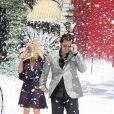 Jim Carrey et sa compagne Jenny McCarthy sous la neige lors du photocall un peu particulier de Christmas Carol (Le drôle Noël de Scrooge) à Cannes, le 18 mai 2009