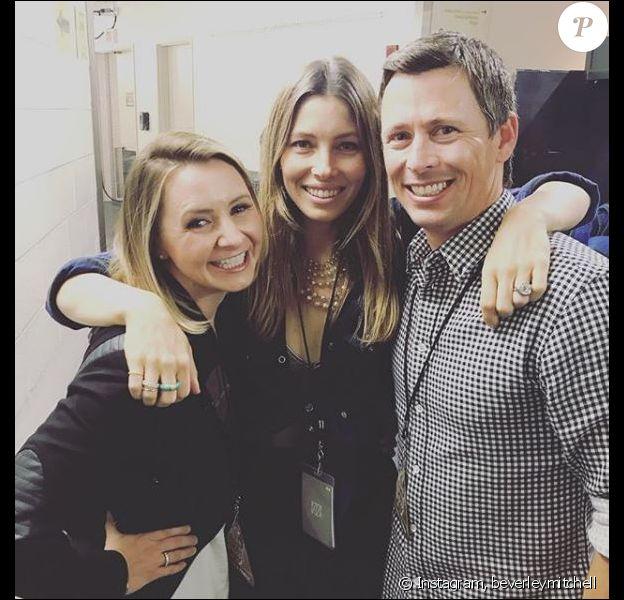Beverley Mitchell pose avec son mari et Jessica Biel dans les coulisses du concert de Justin Timberlake. Instagram, octobre 2018