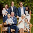Photo de famille pour les 70 ans du prince Charles, prince de Galles, dans le jardin de Clarence House à Londres, Royaume Uni, le 14 novembre 2018. Le prince de Galles pose en famille avec son épouse Camilla Parker Bowles, duchesse de Cornouailles, et ses fils le prince William, duc de Cambridge, et le prince Harry, duc de Sussex, avec leurs épouses, Catherine (Kate) Middleton, duchesse de Cambridge et Meghan Markle, duchesse de Sussex, et les trois petits-enfants le prince George, la princesse Charlotte et le jeune prince Louis.