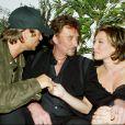 Johnny Hallyday entre David Hallyday et Laura Smet en 2003.