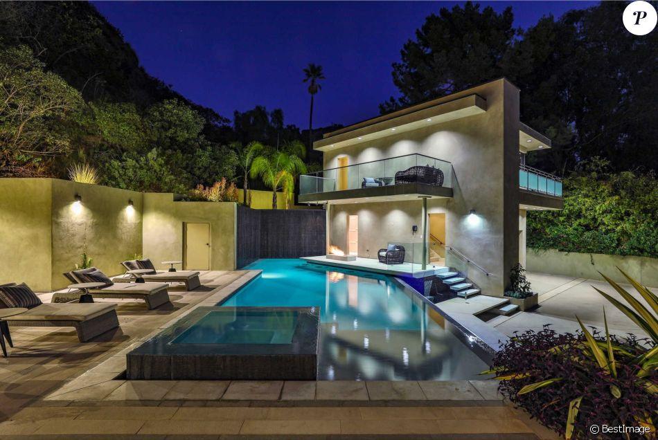 Rihanna met en vente sa maison hollywoodienne pour 7,4 millions de dollars.