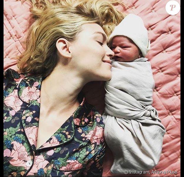 Arizona Muse et sa fille Cy Quinn. Novembre 2018.