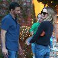 Exclusif - Jimmy Kimmel se balade avec sa femme Molly McNearney et sa fille Jane dans les rues de Los Angeles, le 16 décembre 2017
