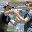 Robert Downey Jr. en plein combat avec son coach sur le tournage de Iron Man 2