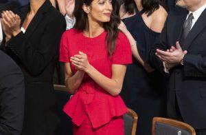 Amal Clooney : Ultrachic en rouge, elle applaudit les Prix Nobel de la Paix