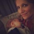 L'animatrice Sandrine Corman prend la pose avec son deuxième enfant, Harold. Décembre 2015.